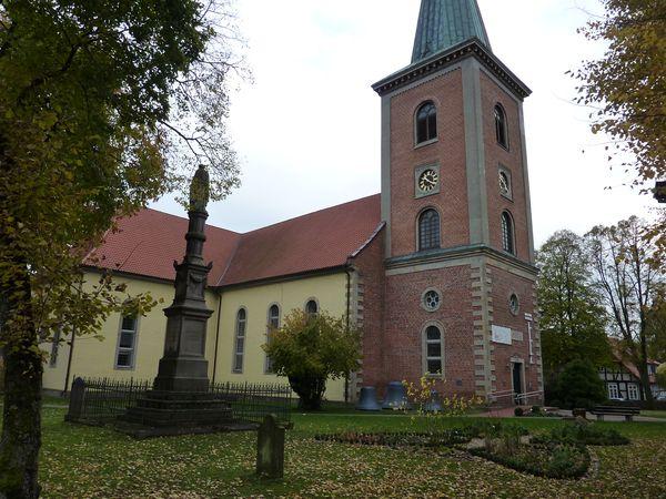 Christus-Kirche_Harpstedt_am_Jakobsweg_zwischen_Bremen_und_Osnabrueck_AKZENT_Hotel_und_Restaurant_Zur_Wasserburg