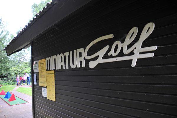 Minigolf_in_Harpstedt_Bild_01_AKZENT_Hotel_und_Restaurant_Zur_Wasserburg_im_Naturpark_Wildeshauser_Geest_bei_Bremen